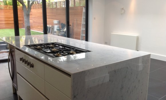 Cooker with marble countertop